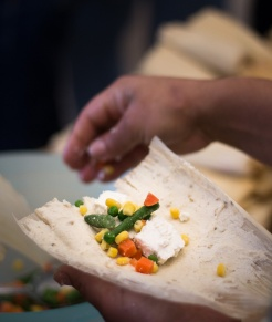 When the masa was spread the leaf was given to the next chef in the assembly line who filled and wrapped the tamale. In our school the menu consisted of three different fillings. Fresh cheese and vegetables was one of them, in the picture above. Another one was boiled chicken with green salsa.